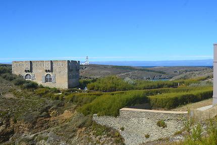 Fort Sarah Bernhardt et le phare des Poulains