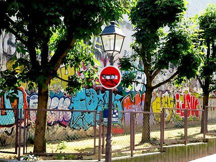 Les tags de la rue des deux Avenues à Paris