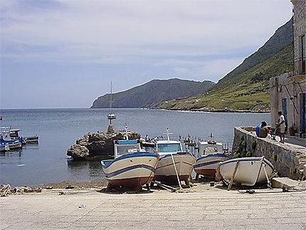 Bateaux dans le village de Marettimo