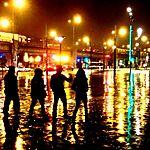 Porte de Pantin la nuit après la pluie