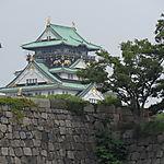Château d'Osaka et arbres