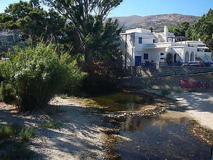 Petit cours d'eau à Stenies