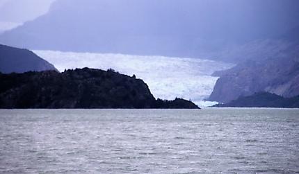 le lago grey et au fond: le glacier