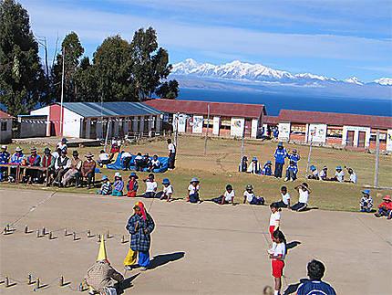 Ecole bolivienne sur le lac Titicaca