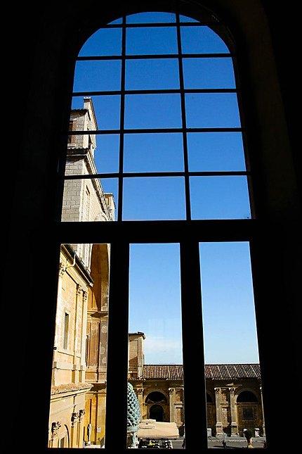 Depuis les couloirs du musée du Vatican