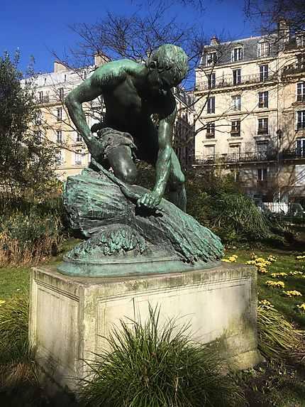 Statue le Botteleur