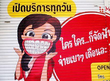Fresque publicitaire d un dentiste