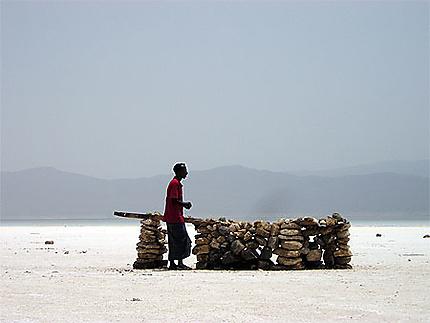 Vendeur au lac Assal