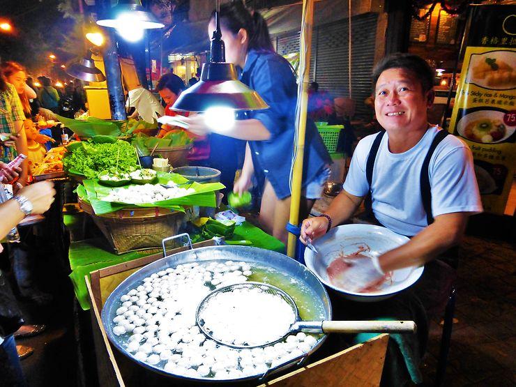 Marché de nuit à Chiang Mai, Thaïlande