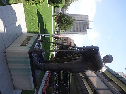 Statue de Milton Manaki