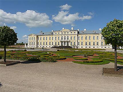Le château depuis les jardins