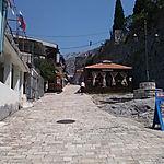Rue commerçante de Stari Bar