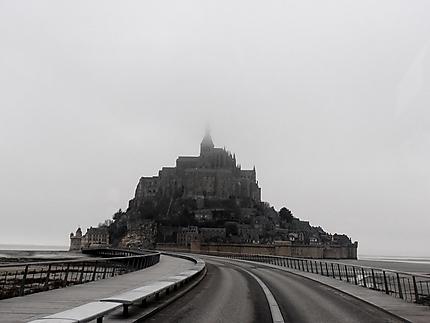 Le Mont dans la brume hivernale