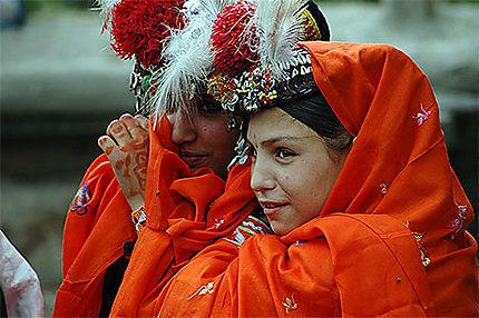 Femmes Kalash assistant aux festival du printemps