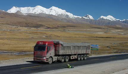 Pèlerinage sur une route du Tibet