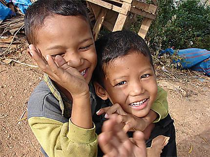 Enfants, marché de Sem Monorom