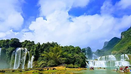 Une vue panorama sur les chutes de Bản Giốc