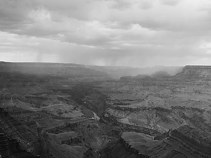L'orage gronde au-dessus du Grand Canyon