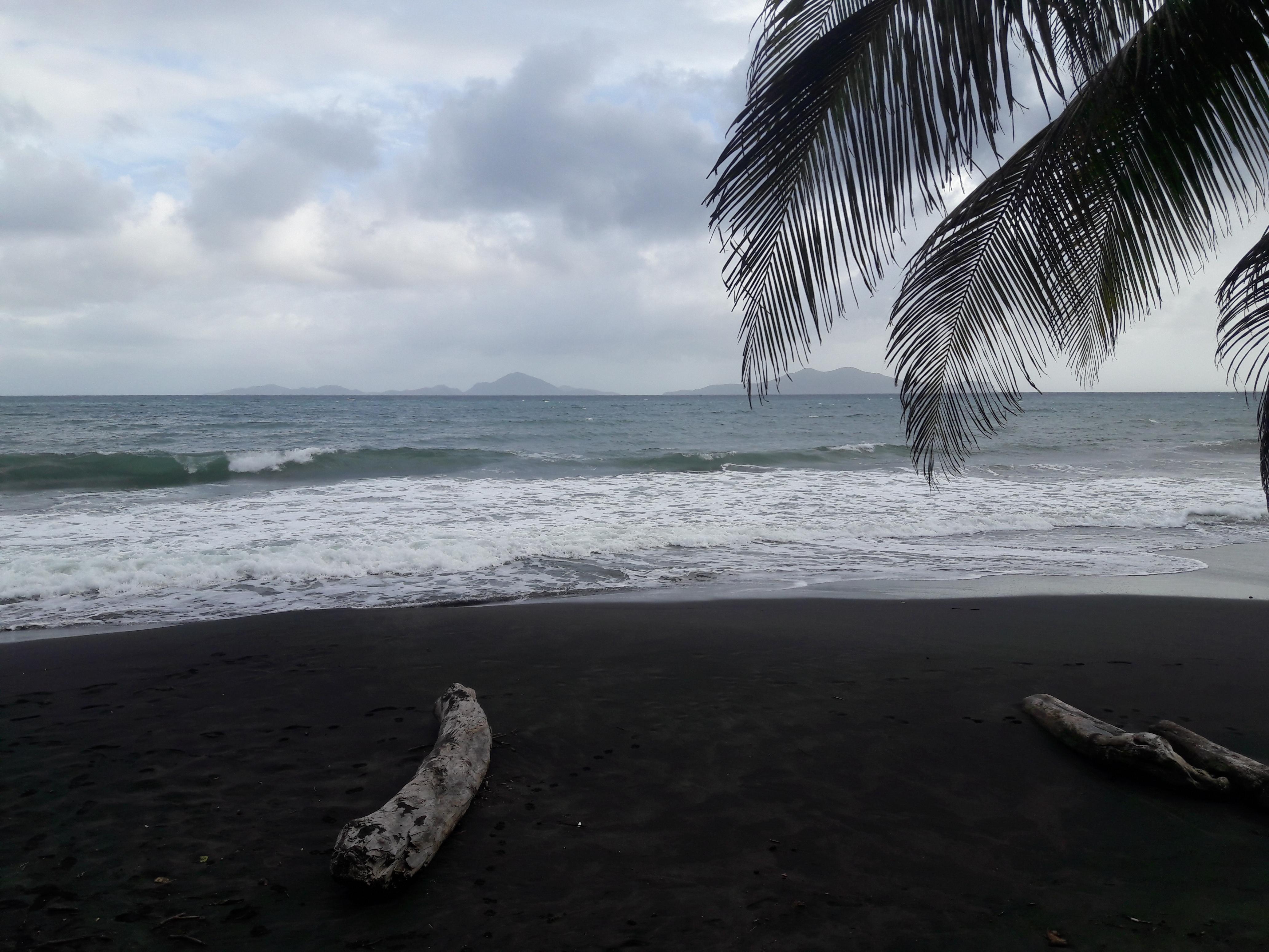Plage de sable noir