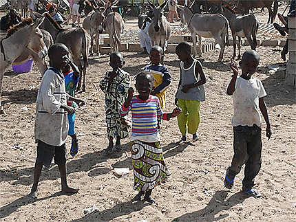 Enfants au Marché de brousse