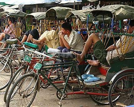 Cyclo-pousse en attente d'un client