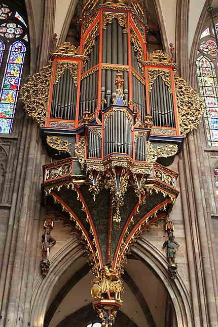 Grand orgue en nid d'hirondelle