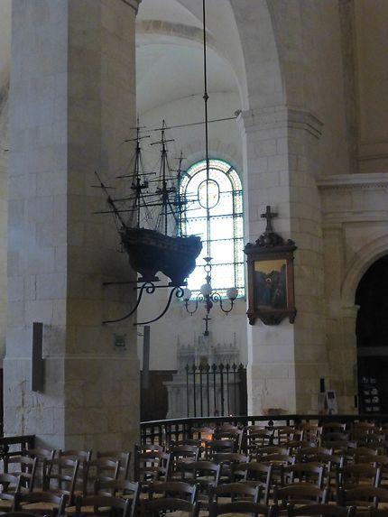 Maquette de bateau dans la cathédrale