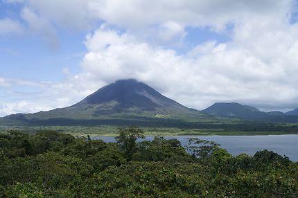 Volcan Arenal depuis le lac