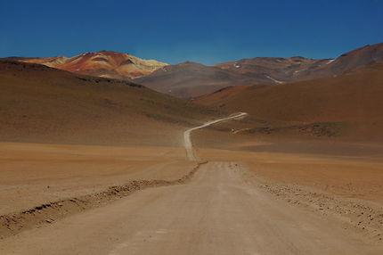 Piste en direction du désert de Dali