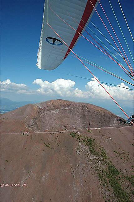 Le Vésuve, vue aérienne survolé en parapente