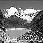 Nevado Pyramide de Garcilaso (5885 m) Laguna Parón