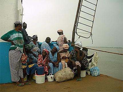 Sur le bac de Banjul