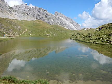 Reflets dans le lac de Peyre
