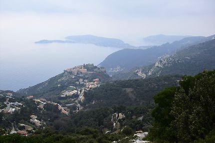 Vue sur Eze depuis le mont Bastide