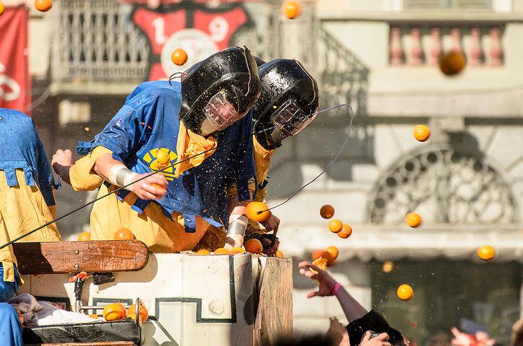Carnaval d'Ivrea (Italie) : bataille d'oranges