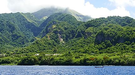 Le volcan en arrière plan - la Montagne Pelée