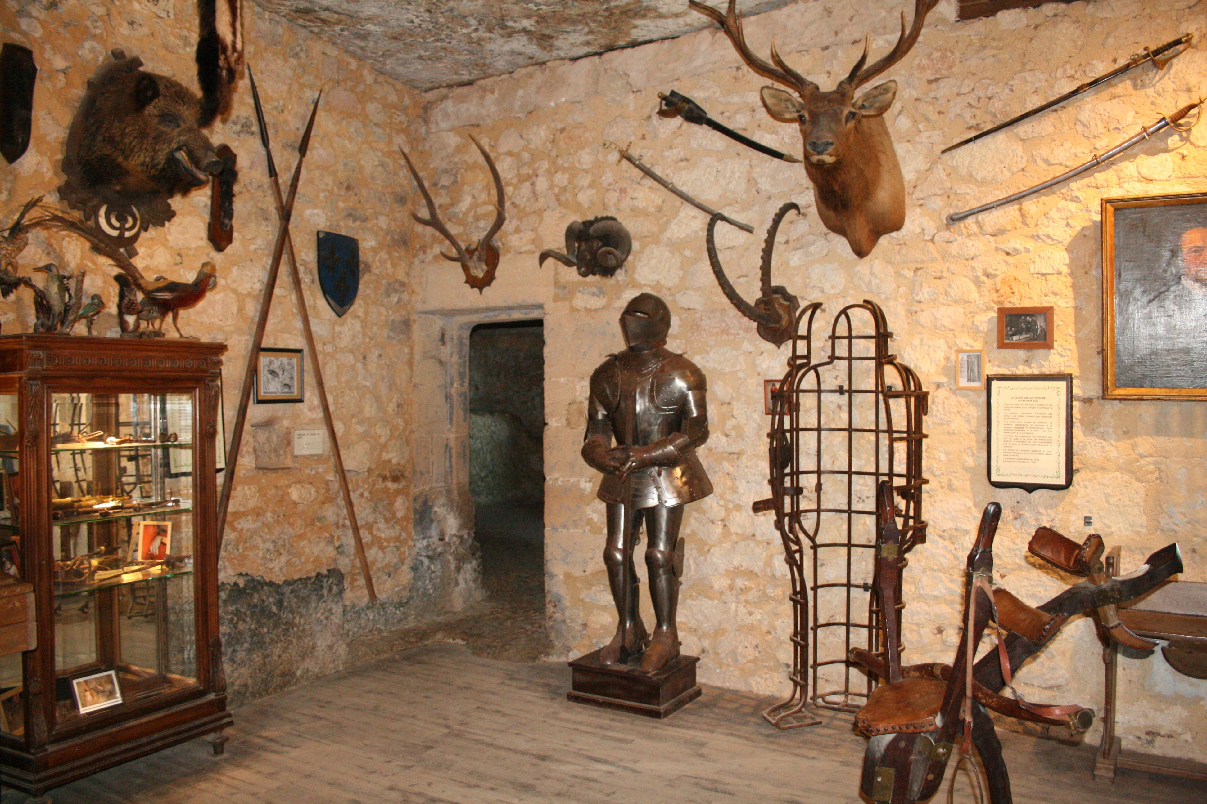 Maison Forte De Reignac Maison Forte De Reignac Tursac Perigord Dordogne Routard Com