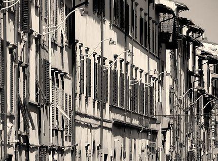 Façades d'immeubles anciens à Florence