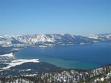 Lac Tahoe vu des pistes de ski