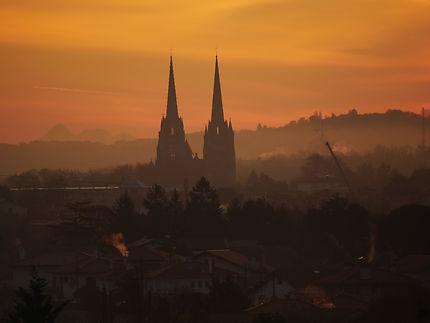 Magnifique lever de soleil sur la cathédrale