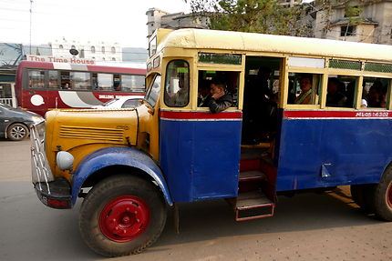 Bus local à Shillong