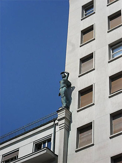 Gratte-ciel : détail de la façade
