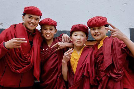 Jeunes moines branchés