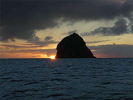 Coucher de soleil derrière le rocher du Diamant