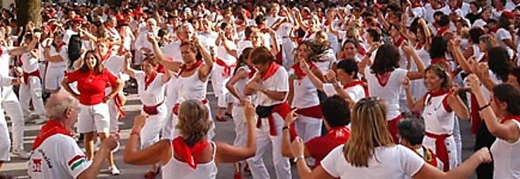 En rouge et blanc pour les fêtes de Bayonne