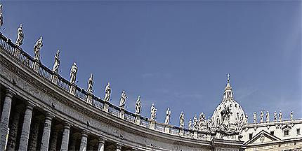 Le fronton et les apôtres