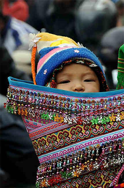 Bébé Hmong fleur