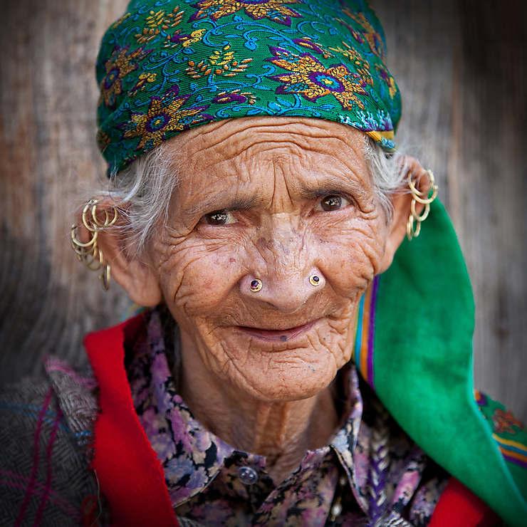 Vieille femme à Manali