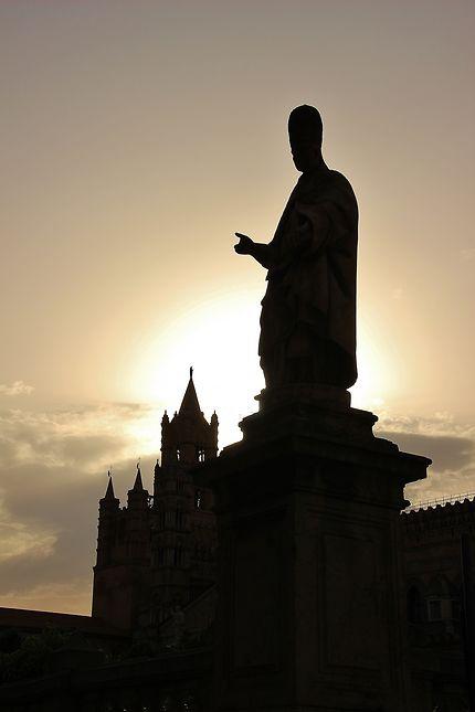 Statue soleil couchant