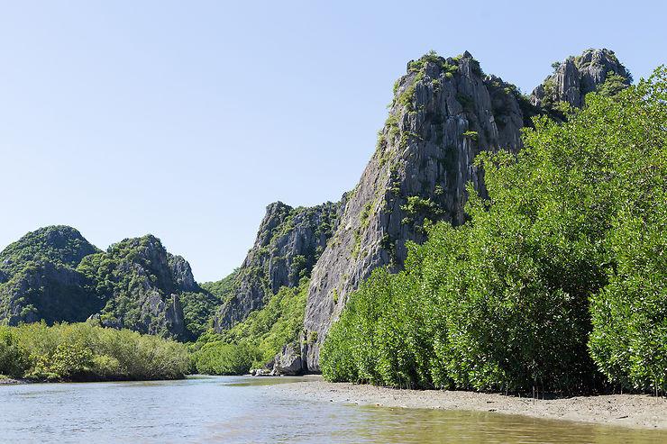 Samroiyod Park : au pied des falaises de karst de Thaïlande